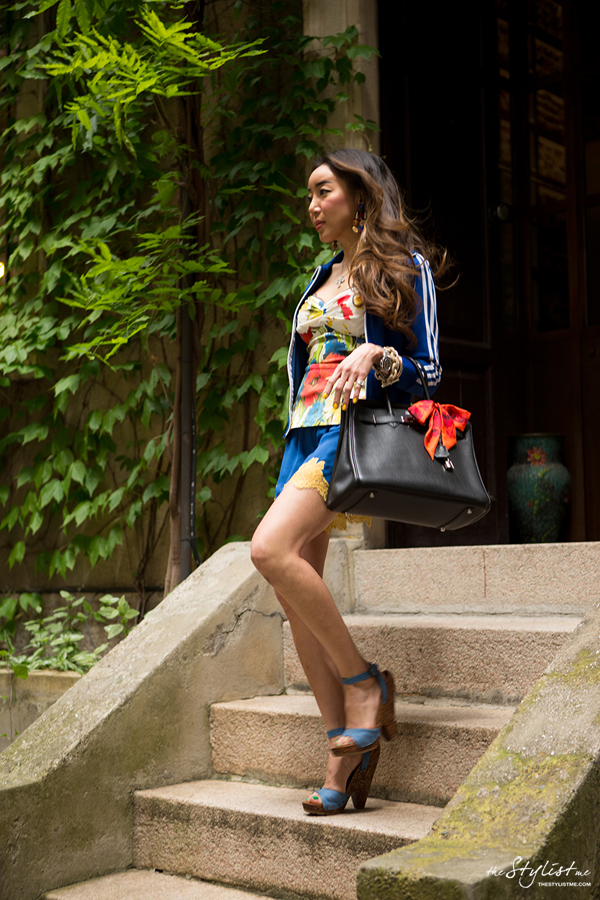 00_yuriAhn_theStylistme_sporty_chic_flower_print_dolce_and_gabbana_styling_tips
