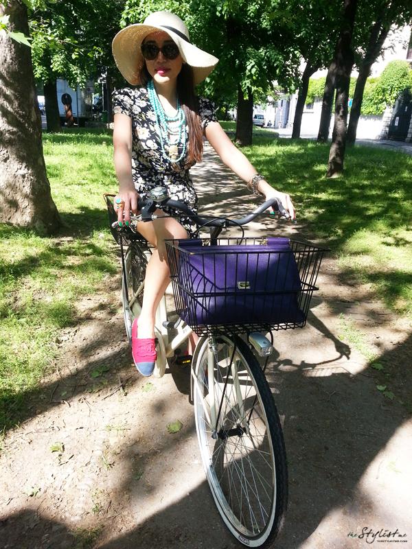 03_yuriAhn_theStylistme_wearing_flower_print_jumpsuit_relax_weekend