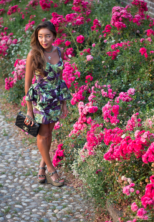 00_yuriAhn_theStylistme_wearing_dolce_and_gabbana_ss12_mambo_italiano_ aubergines_printed_dress_summerstyling_tips_photographer_Marcello_Tomasi