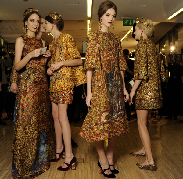 Dolce-and-Gabbana-FW-Fashion-show-women-Mosaic_backstage