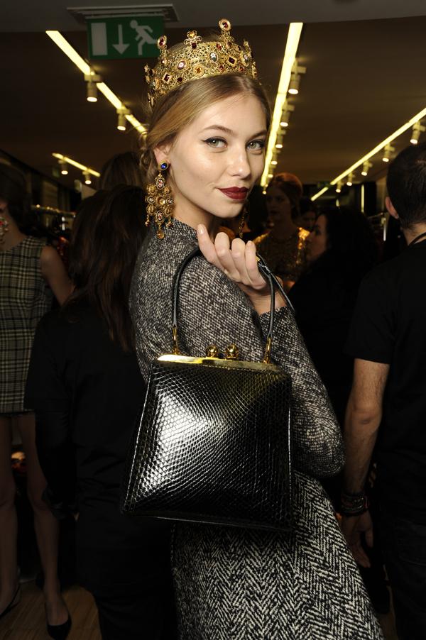 Dolce-and-Gabbana-FW-Fashion-show-women-mosaic-backstage-details