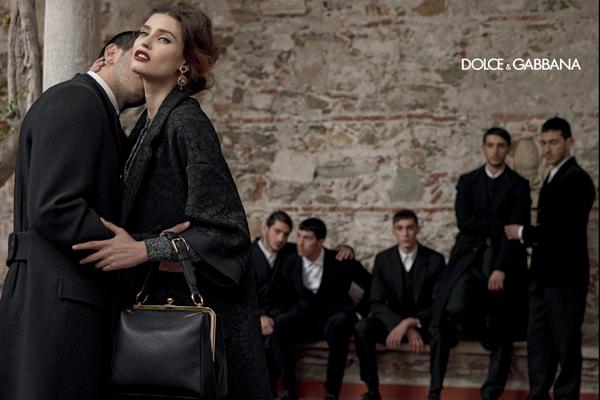 dolce-and-gabbana-fall-winter-2014-women-campaign-photos-bianca-balti-bag