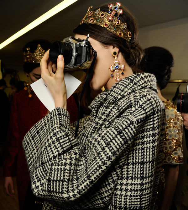 dolce-and-gabbana-womenswear-collection-FW-2014-fashion-show-backstage-photogallery-camera