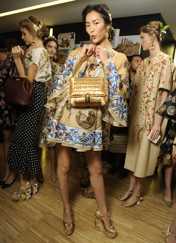 dolce-and-gabbana-ss-2014-women-fashion-show-backstage-08