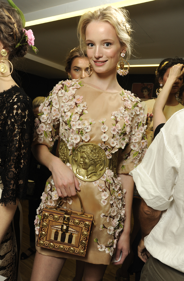 dolce-and-gabbana-ss-2014-women-fashion-show-backstage-14