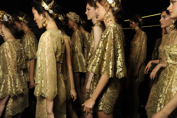 dolce-and-gabbana-ss-2014-women-fashion-show-backstage-16