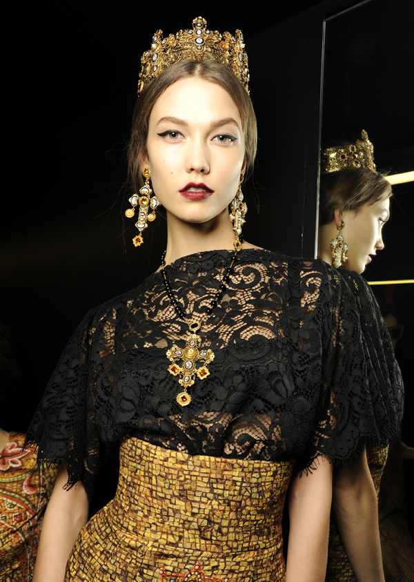 06_dolce-and-gabbana-fw-2014-women-fashion-show-backstage