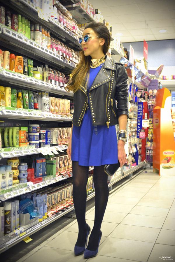 03_YuriAhn_theStylistme_rock_chic_look_with_electric_blue_dress_with_studs_matching_with_studded_biker_jacket_Versace_Versus