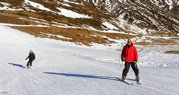 09-YuriAhn-theStylistme-shares-fashionable-ski-wear-for-holiday-in-the-snow-Stephanie-Giuseppe.Manfredi