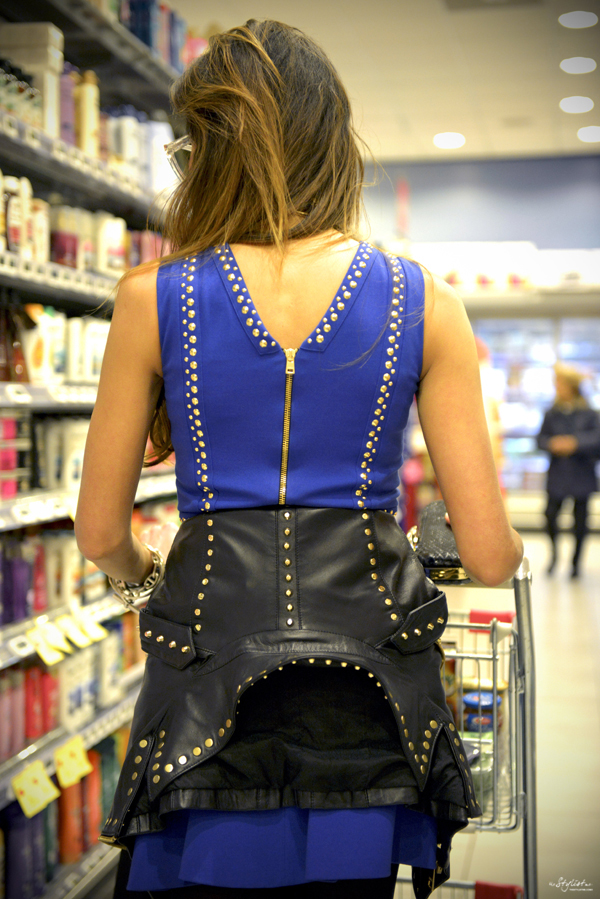 11_YuriAhn_theStylistme_rock_chic_look_with_electric_blue_dress_with_studs_matching_with_studded_biker_jacket_Versace_Versus