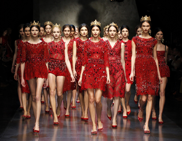 15-Dolce-and-Gabbana-fw-14-red-lace