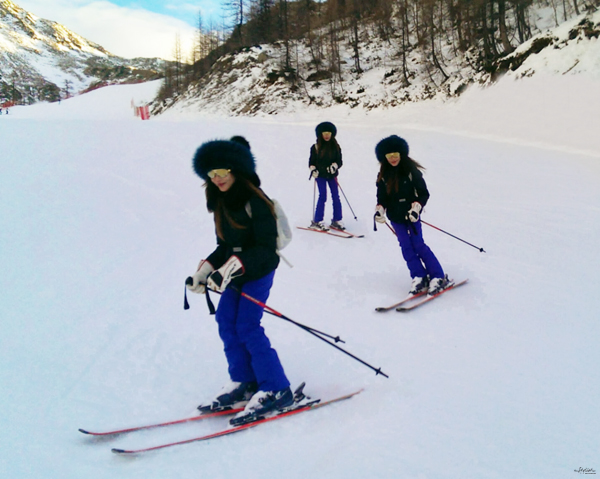 16-YuriAhn-theStylistme-shares-fashionable-ski-wear-for-holiday-in-the-snow