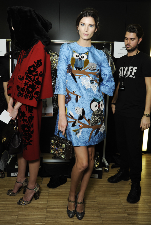 01-Dolce-and-Gabbana-fall-winter-2014-2015-womens-fashion-show-brocate-dress-backstage