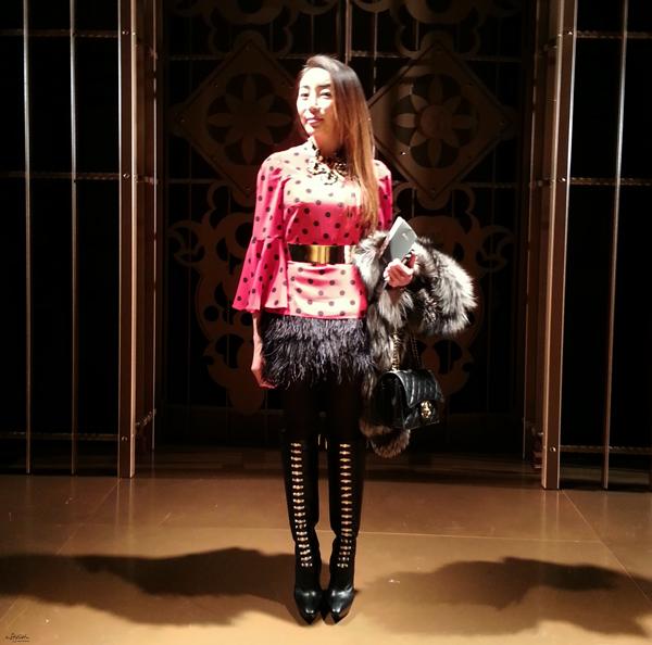 05-YuriAhn-theStylistme-wearing-sensual-polkadot-top-dolce-and-gabbana-SS14-mfw-versace-women-fashionshow-fw14-600