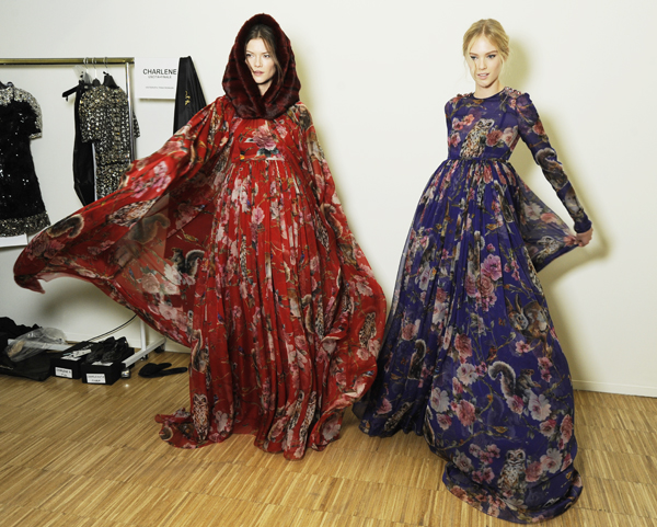 06-Dolce-and-Gabbana-fall-winter-2014-2015-womens-fashion-show-printed-dress-backstage