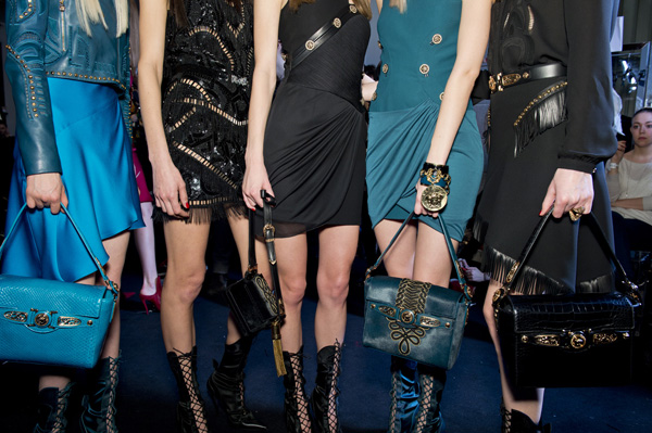 11-Versace-woman-fashion-show-FW14-Musthave-Signature-bag