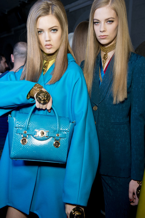 12-Versace-woman-fashion-show-FW14-Musthave-Signature-bag