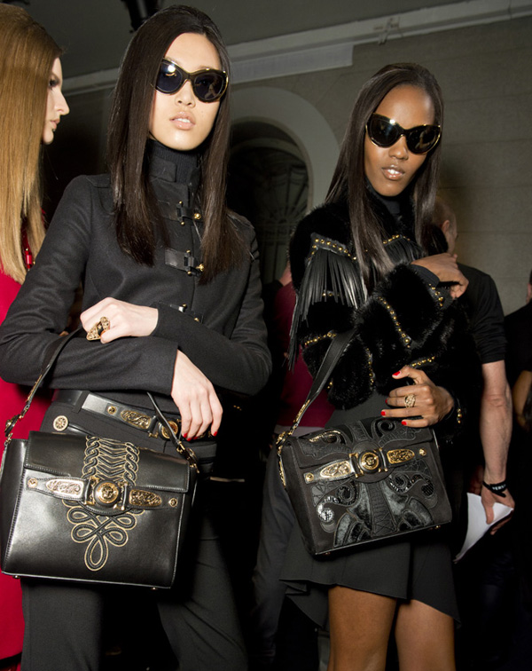 13-Versace-woman-fashion-show-FW14-Musthave-Signature-bag