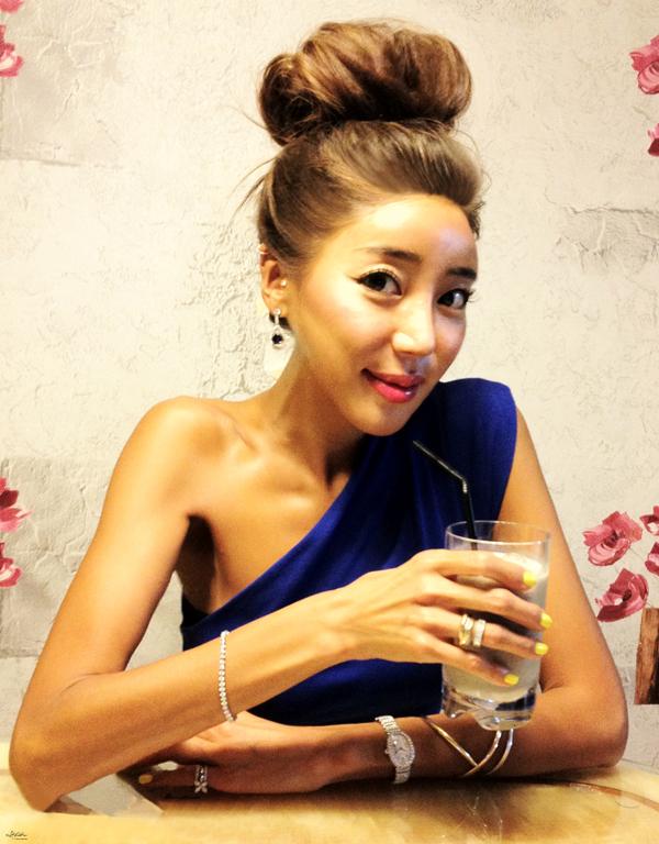 17-YuriAhn-theStylistme-wearing-sensual-polkadot-top-dolce-and-gabbana-SS-14-mfw-versace-women-fashionshow-fw14