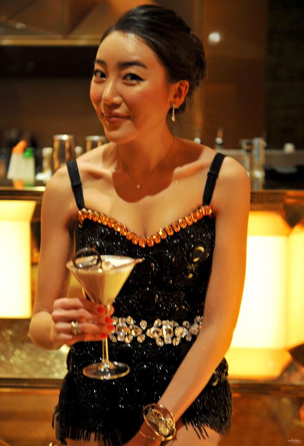 _17-YuriAhn-theStylistme-wearing-sequin-leggings-glitter-sparkle-fashion-items-simply-seductive